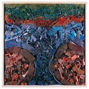 Arte com material reciclado - esculturas e murais feitos com refugo, isopor, borracha, plástico, cordas e lixo reciclados.