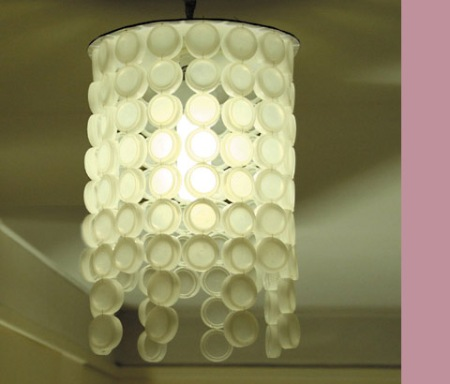 //en.espritcabane.com/recycling-crafts/bottlecap-lampshade.php