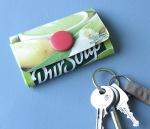 Crie um porta-moedas com uma embalagem tetrapack reciclada. Guia passo a passo (português) e tutorial em video (francês).